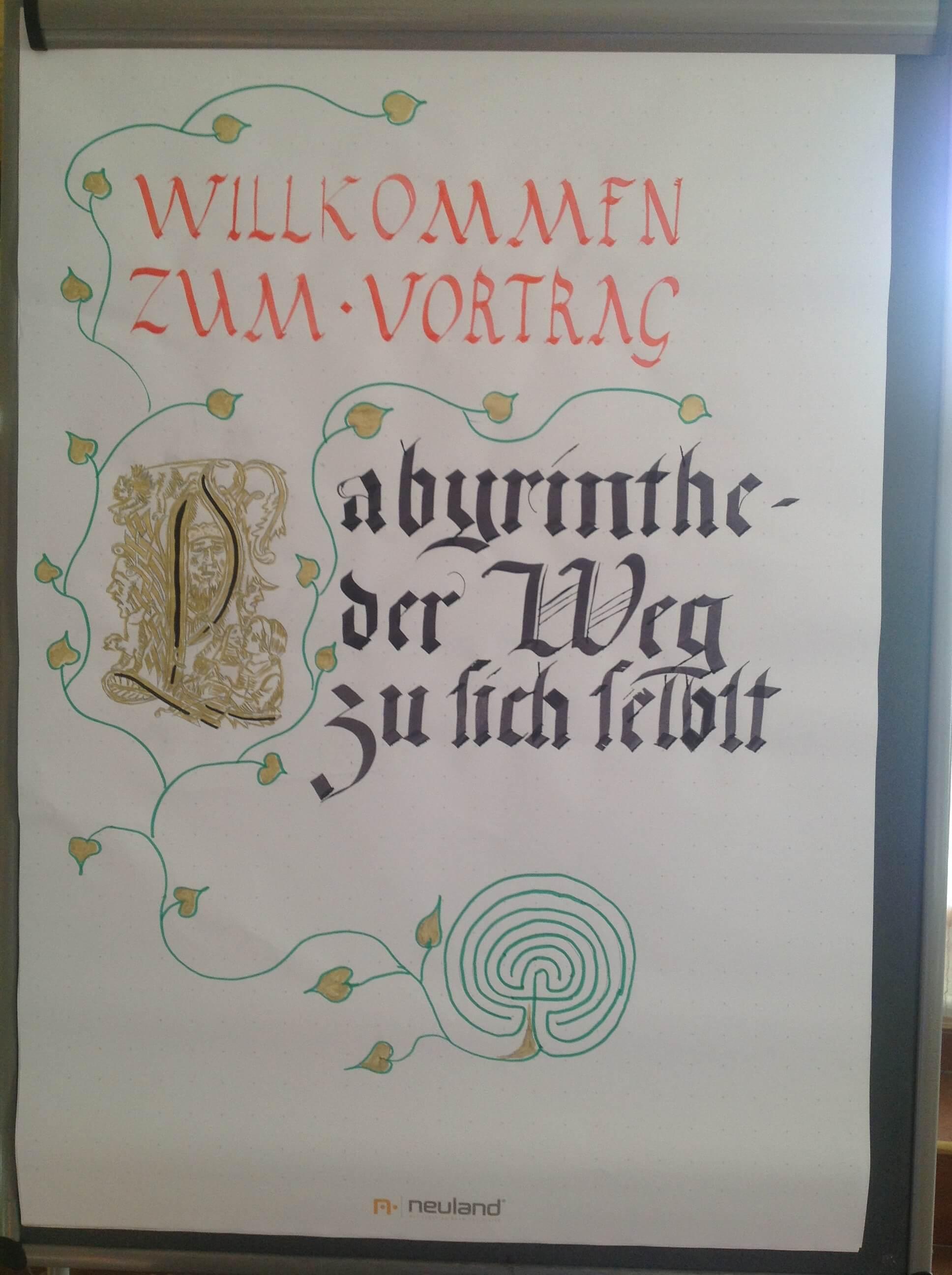 """Flipchart in mittelalterlicher Schrift """"Labyrinthe - der Weg zu sich selbst"""""""