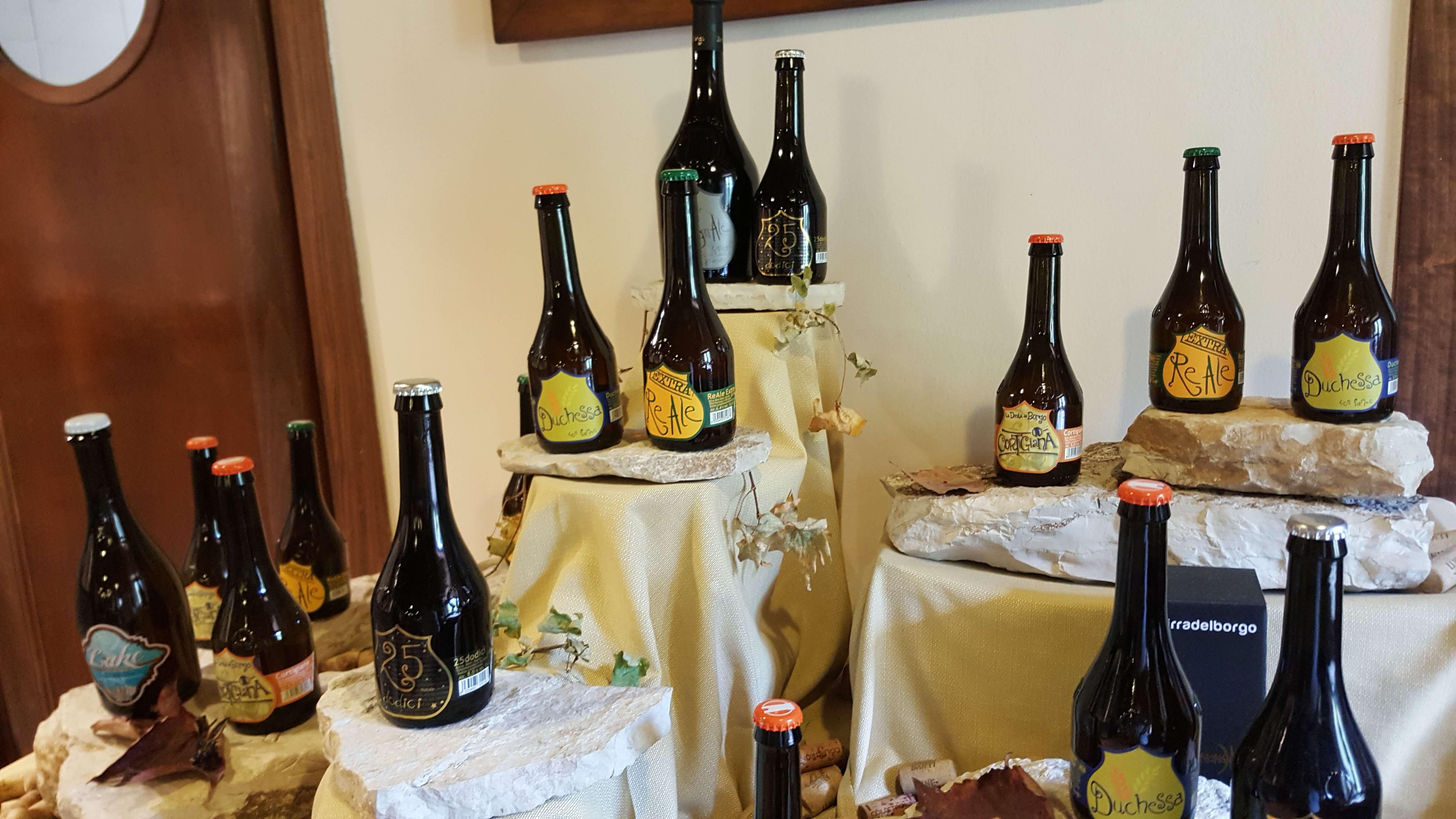 diverse Bierflaschen